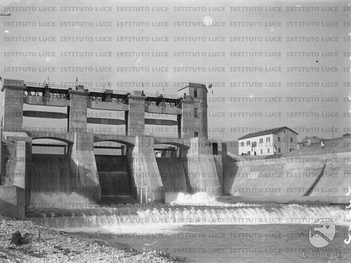 La diga di Alanno - terzo salto del fiume Pescara - Archivio