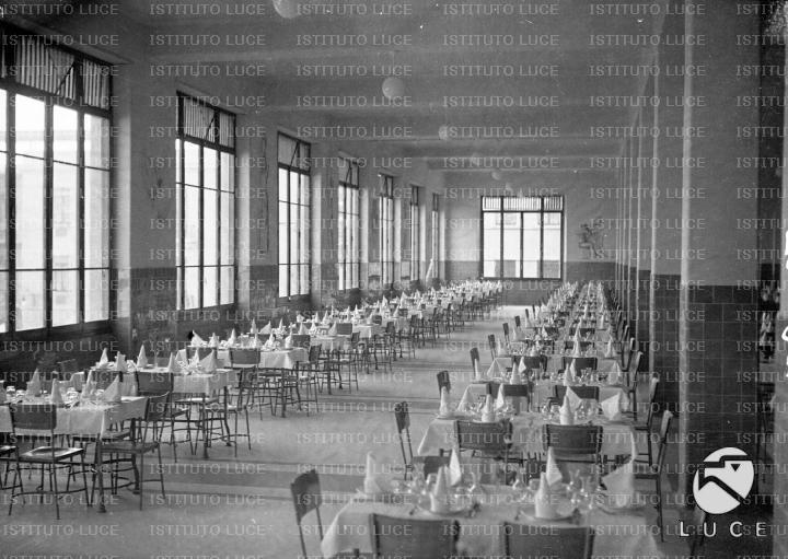 Sala Da Pranzo Dell Istituto Antitubercolare Benito Mussolini Con Tavoli Apparecchiati Archivio Storico Istituto Luce